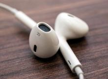 """14 อย่างที่คุณอาจไม่รู้ว่า """"หูฟัง iPhone"""" ของคุณทำได้?!!"""