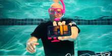 โชว์แกะกล่อง Samsung Galaxy S7 แบบใต้น้ำ เพื่อโชว์สรรพคุณกันน้ำขั้นเทพ