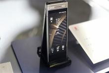 Samsung เปิดตัวสมาร์ทโฟนฝาพับ W2018 : สุดยอดกล้องหลัง F/1.5