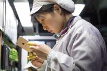 คนในโรงงานผลิต iPhone ถูกแทนที่ด้วยหุ่นยนต์ 6หมื่นราย