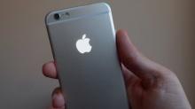 เปลี่ยนโลโก้ Apple ของ iPhone ให้มีแสงเหมือนใน MacBook ได้เองง่าย ๆ